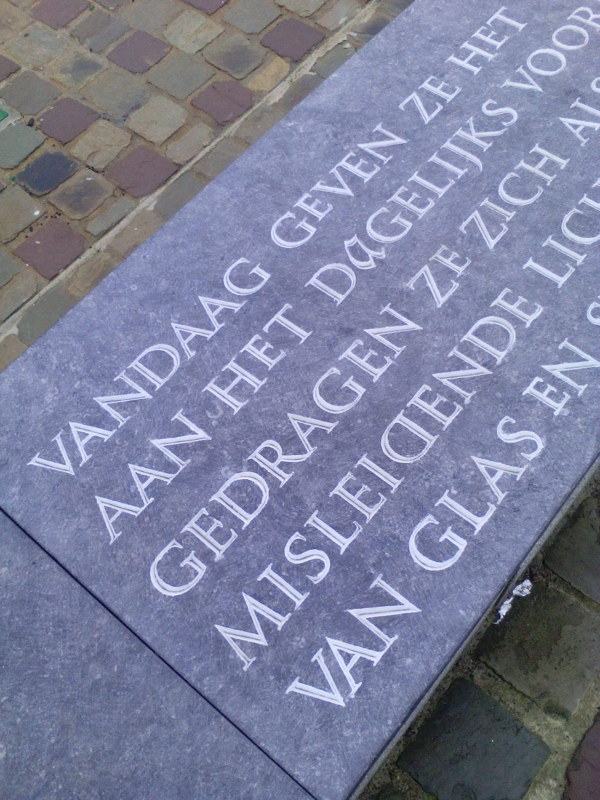 Letterkappers.be , Merelbeke, Flowers, letters in steen