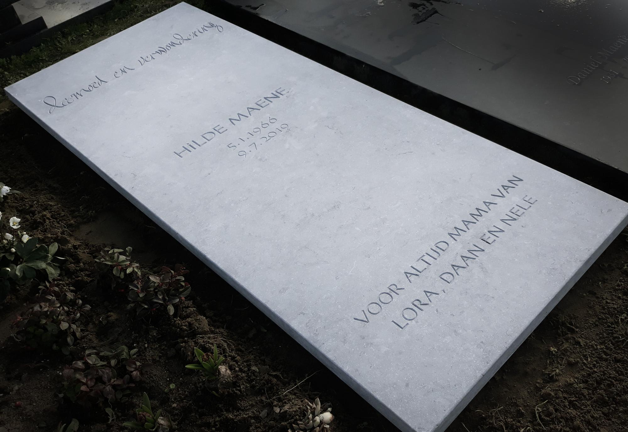 Letterkappers.be, grote grafsteen in arduin